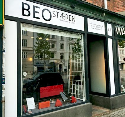 BEO stæren på østerbro har fået ny facade af skiltefabrikken folie udskårne bogstaver print sort hvid b&o københavn dannmark logo
