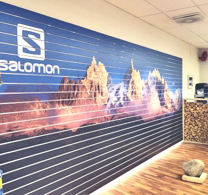 folie natur bjerg motiv hos Salomon væg monteret af skiltefabrikken københavn østerbro