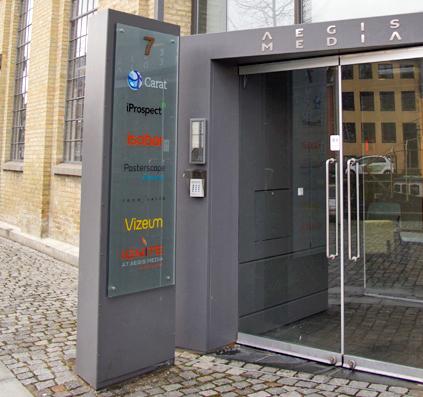 glas skilt pylon aegis media christianshavn københavn skilt skiltefabrikken folie logo tekst