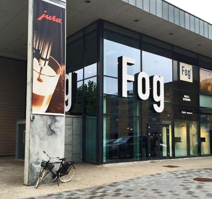 Udendørs banner reklame for jura coffee opsat med hejse system hos Fog produceret af skiltefabrikken københavn østerbro triangel