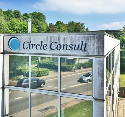 skiltefabrikken montere facade bogstaver i lakeret aluminium og graver pylon ned hos Circle Consult i Nærum ved København