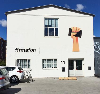 facadebogstaver lakeret sorte aluminium og fritskåret skilteplade med print og laminat til firmafon produceret og monteret af skiltefabrikken østerbro københavn
