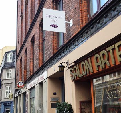 udhængsskilt til copenhagen yoga galge skilt folie logo skiltefabrikken københavn