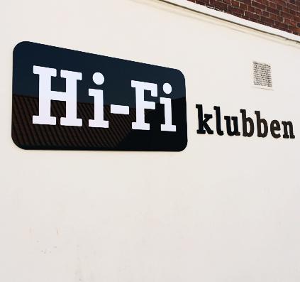 acryl skilt laserskåret bogstaver hi-fi klubben i holbæk sort hvid skilte skiltefabrikken