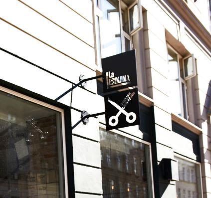 La Esquina på østerbro i københavn har udhængsskilte med udstandset logo produceret og monteret af skiltefabrikken