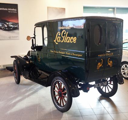 la glace skiltefabrikken skilte bil veteran håndmalet guld maling københavn