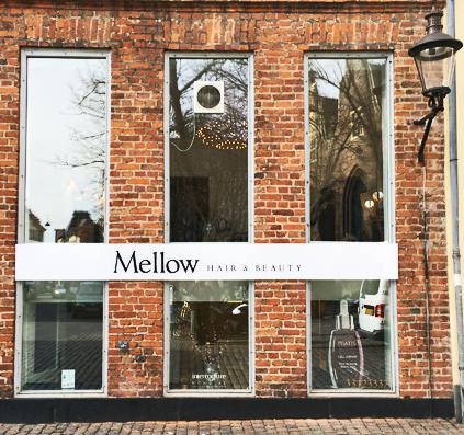 mellow hair & beauty salon facade acryl skilt monteret på mur facade af skiltefabrikken folie bogstaver opal acryl plade skilt