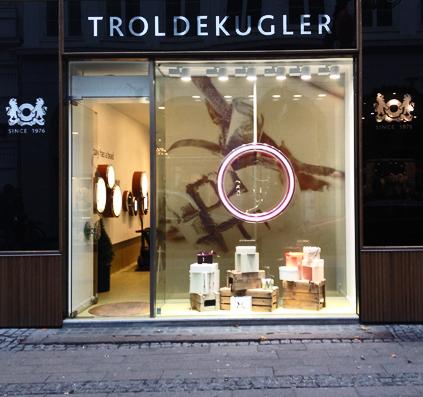 stor format print heldækkende fuldvæg hel væg helprint troldekugler københavn butik dekoration butiksdekoration skiltefabrikken skilt