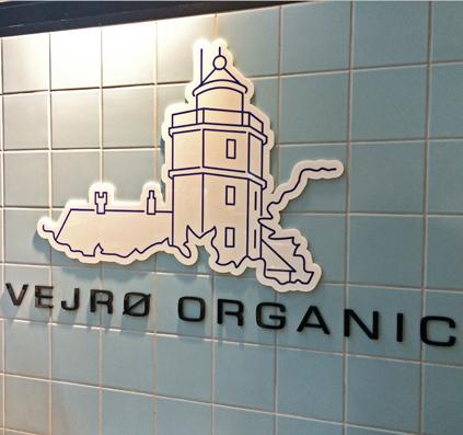 Udskåret logo og bogstaver i acryl  motiv akryl skilt skiltefabrikken torvehallerne vejrø organic