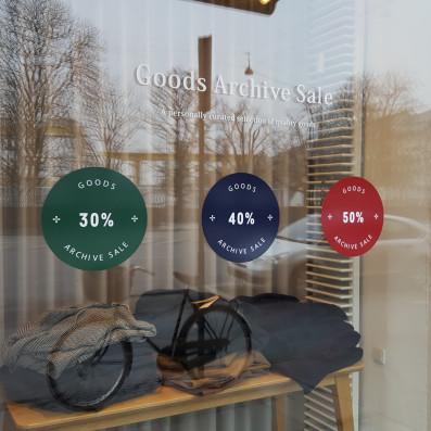 Folieprint i 3 farver samt udskåret tekst monteret på butiksvindue. Goods, Østerbrogade.