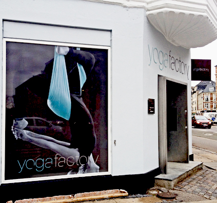 facade aluminium bogstaver folie print skilt butik dekoration københavn skiltefabrikken hellerup